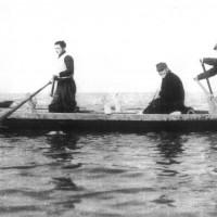 Guardie vallive a bordo di vulicépi (archivio fotografico Direzione didtatica Comacchio)