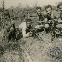 Estate 1944, partigiani del distaccamento Terzo Lori sull'isola.