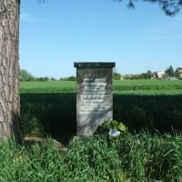 Cippo in ricordo di Medri e Targhini, via Renato Medri