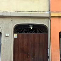 Via del Portone, 8, ingresso della casa di Dorina Storchi
