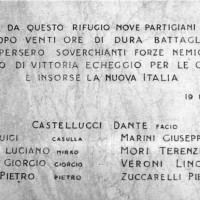 "Lapide posta sul rifugio ""Mariotti"", Lago Santo."