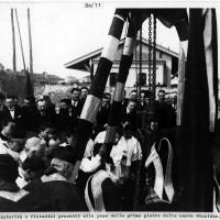Cesena, autorità e cittadini presenti alla posa della prima pietra della nuova stazione, 1925 (BCM Fondo Dellamore, FDP 699)