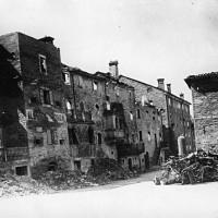 Il centro di Montefiorino dopo l'incendio tedesco del 6 agosto 1944.
