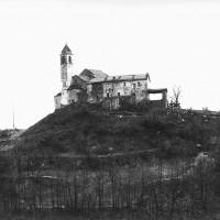 La chiesa di Peli, tra la val Trebbia e la val Nure, dove il parroco Don Giovanni Bruschi ospitava il primo CLN in fuga dalla città e nascondeva le armi per i partigiani