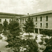 Il cortile dell'Istituto Sacra Famiglia negli anni '39-'40 circa