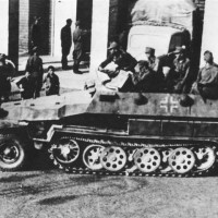 Liberazione di S. Giovanni in Persiceto. I tedeschi fuggono dalla sede dell'ex casa del fascio.
