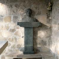 Busto di don Pasquino Borghi a Ca' Marastoni.