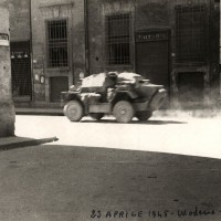 Passaggio di mezzi militari in zona Piazza Matteotti.