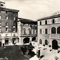 Cesena, Piazza Pia, 1950-1955 circa (BCM Fondo Dellamore, FDP 577)