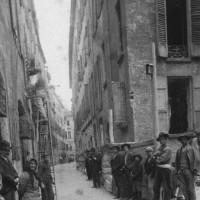Una delle vie del ghetto prima dell'abbattimento per realizzare Piazza Mazzini.