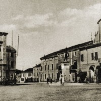 La piazza nel 1937.