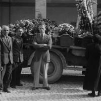 Funerale di vittime dei bombardamenti.