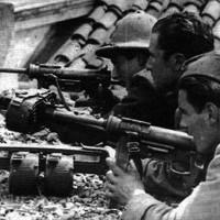 Una scena dal film Ferrara, aprile 1945, dal Reno al Po di Claudio Magri.