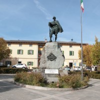 Monumento ai caduti in piazza a Pievepelago