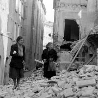 Via San Paolo dopo il bombardamento del 13 maggio 1944 che distrusse la zona.