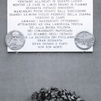 La lapide sul muro della Chiesa di Limidi.
