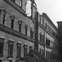 L'accademia militare lesionata dopo un bombardamento.