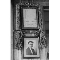 Foto e targa ricordo di Angelo Chiozza alla Cementirossi