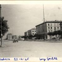 Combattimenti in Largo Garibaldi, di fronte all'albergo Roma sede di comando tedesco.