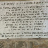 La targa posta sull'edificio di Capanna Tassone.
