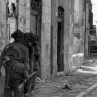 Soldati inglesi entrano a Portomaggiore.