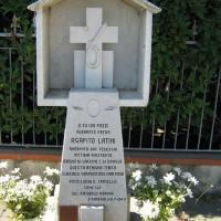 """Cippo a """"AGAPITO LATINI e VIRGILIO LUCCI"""" a San Giorgio di Cesena, Via S. Giorgio angolo Via Chiesa di S. Martino."""
