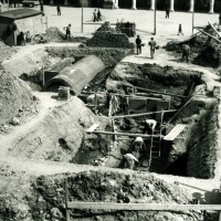 Costruzione del rifugio sotterraneo in Piazza Grande.