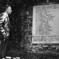 L'on.le Benigno Zaccagnini durante una cerimonia di commemorazione della strage di Strela.