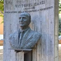 Monumento a Vittorio Zanzi.