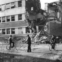 Foto della scuola dopo i bombardamenti del 1944