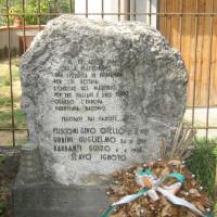 """Cippo a """"FUSCONI, URBINI, BARBANTI, SLAVO IGNOTO"""", Martorano di Cesena, Via Ravennate, 2805."""