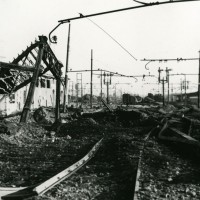 La stazione ferroviaria dopo un bombardamento