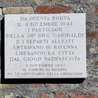 Lapide sulla Porta a ricordo della liberazione di Ravenna