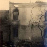 La foto ritrae case e campagne di Limidi danneggiate dall'incendio nazista del 20 novembre 1944.