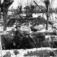 Soldati italiani del Gruppo di Combattimento Cremona appostati presso Sant'Alberto.