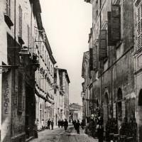 Cesena, Corso Umberto I nei primi anni del 1900, 1900-1905 circa (BCM Biblioteca Malatestiana, FDP 582)