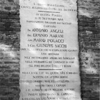 Lapide dedicata ai martiri di Brescello (17 settembre 1944).