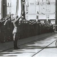 Militi fascisti in Piazza Garibaldi.