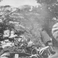 Mitragliatrici del 6° Cheshire sparano su Gemmano dal Santuario della Madonna di Bonora.