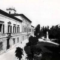 Palazzo degli Studi e piazza Bufalini, 1893 (BCM Fondo Dellamore, FDP 482)
