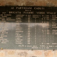 Targa in memoria dei caduti delle Fiamme Verdi, Cà Marastoni