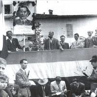 Luigi Porcari tiene un discorso in piazzale Santa Croce durante il suo intervento alla cerimonia di intitolazione di via A. Gramsci, Parma aprile 1947