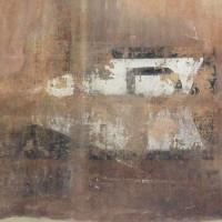 La segnaletica ancora presente sulle pareti del monastero