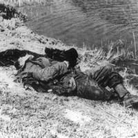 Soldato tedesco morto sulla riva del Reno