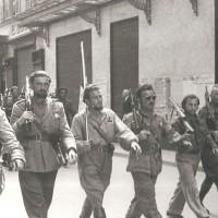 I partigiani sfilano in via Cavour, 9 maggio 1945