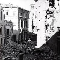 Piazza San Giovanni in Monte, gravemente danneggiata dai bombardamenti