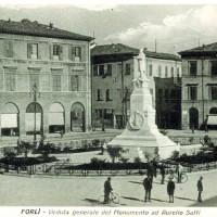 Piazza Saffi, prima della costruzione dei Palazzi statali