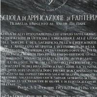 Lapide in memoria dei difensori della Scuola di Applicazione di Fanteria caduti nella notte tra l'8 e il 9 settembre 1943