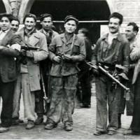 Partigiani in Piazza del Popolo il giorno della Liberazione