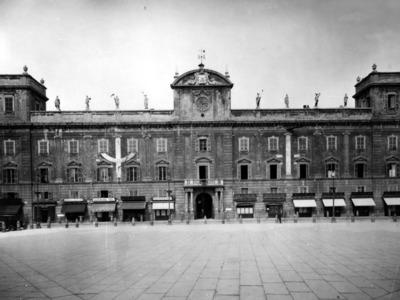 Piazza dei Cavalli – L'economia corporativa